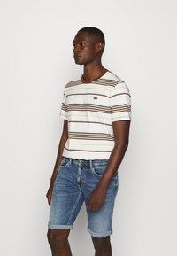 Levi's® - ORIGINAL TEE - T-shirt basic - bright tofu - 0