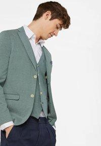 WE Fashion - WE FASHION HERREN-SKINNY-FIT-SAKKO MIT MUSTER - Suit jacket - green - 3