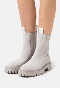 LÄST - DAZE - Classic ankle boots - light grey - 0