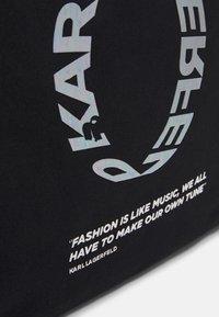 KARL LAGERFELD - VOICES LOGO SHOPPER - Sac à main - black - 4
