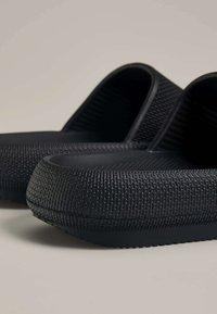 OYSHO - Pantofle - black - 6