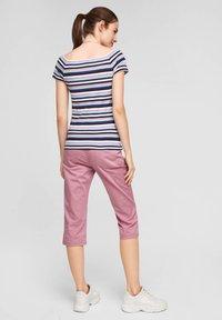Q/S designed by - Print T-shirt - pink stripes - 2