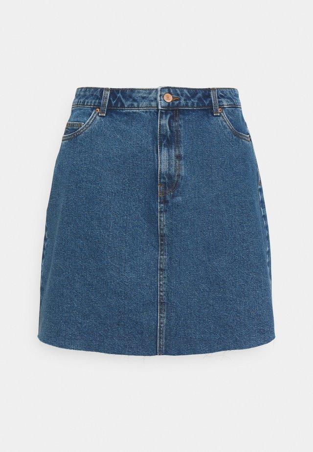 VMMIKKY RAW SKIRT MIX - Mini skirt - medium blue denim
