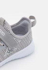Kappa - CAPILOT UNISEX - Chaussures d'entraînement et de fitness - grey/white - 5