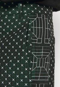 Henrik Vibskov - KEY PANTSMIX DRAIN MIXER - Trousers - dark green - 5