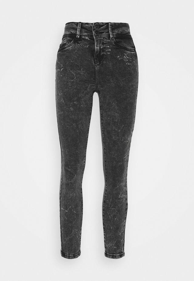 NMAGNES BUTTON - Jeans Skinny Fit - black denim