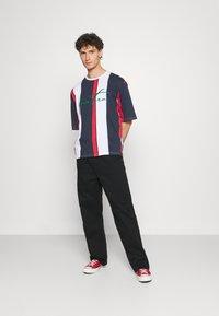 YOURTURN - UNISEX - Print T-shirt - blue/red/white - 1
