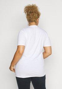 Missguided Plus - AMOUR GRAPHIC SLOGAN - Print T-shirt - white - 2