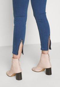HUGO - CHARLIE CROPPED - Jeans Skinny Fit - light/pastel blue - 4