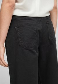 QS by s.Oliver - Flared Jeans - black - 4