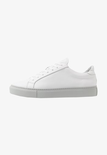TYPE - Matalavartiset tennarit - white/light grey