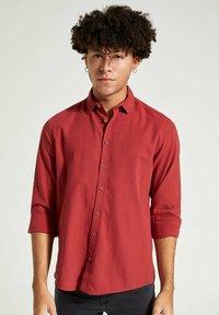 DeFacto - Formal shirt - bordeaux - 2