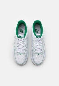 Nike Sportswear - AIR FORCE 1 UNISEX - Trainers - white/pine green - 3