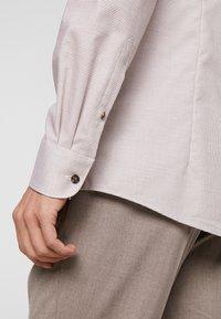 OLYMP - OLYMP LEVEL 5 BODY FIT  - Overhemd - nougat - 3