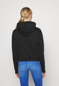 Tommy Jeans - RELAXED CROP LOGO HOODIE - Sweatshirt - black - 2