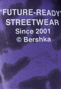 Bershka - MIT TIE-DYE-PRINT NARUTO  - Tracksuit bottoms - mauve - 5