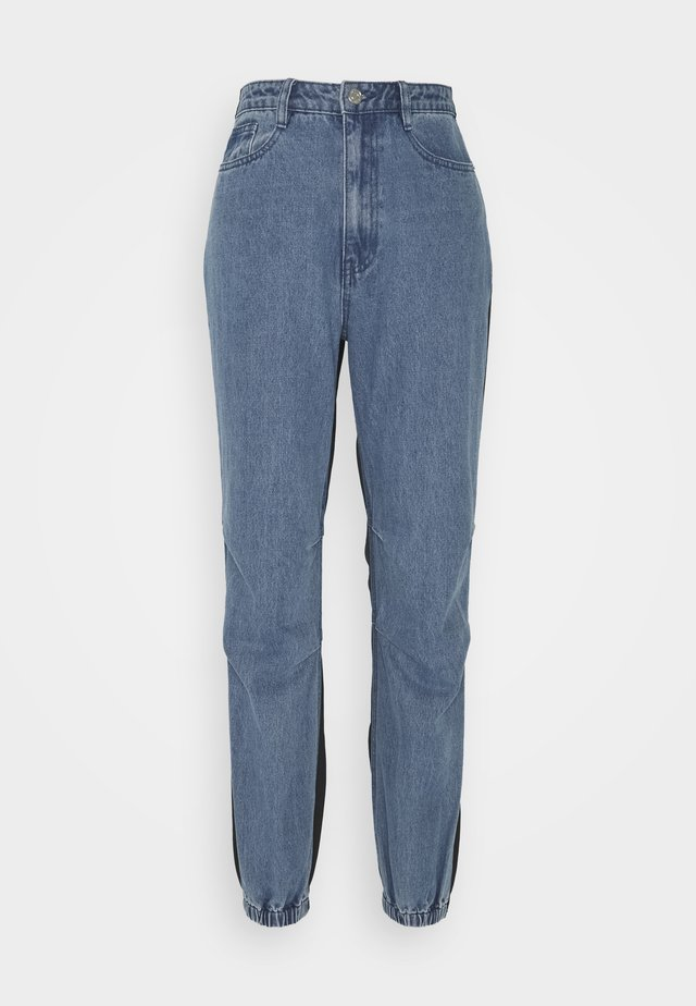 BACKED JOGGER JEAN - Jeans baggy - blue