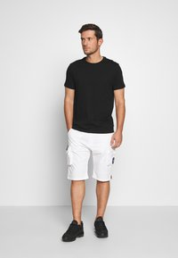 Alpha Industries - Shorts - white - 1