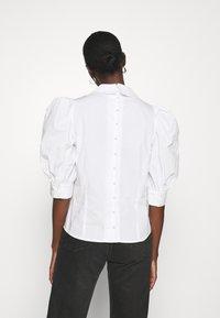 Custommade - DUNYA - Pusero - bright white - 2