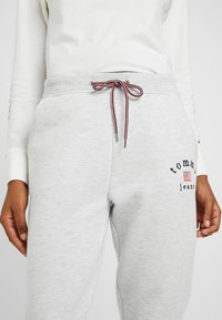 Tommy Jeans - SWEATPANT - Tracksuit bottoms - pale grey - 5