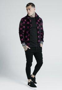 SIKSILK - X DANI ALVES PRESTIGE - Slim fit jeans - black - 1