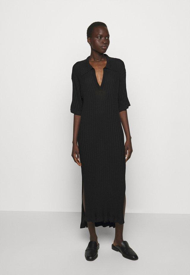 BEATRIZ - Abito in maglia - black