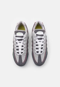 Nike Sportswear - AIR MAX 95 NRG UNISEX - Trainers - vast grey/white/barely volt/bright crimson/black - 3