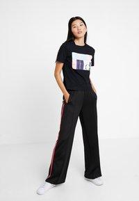 Calvin Klein Jeans - MULTI LOGO BOX STRAIGHT TEE - Print T-shirt - black - 1