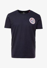 Alpha Industries - T-shirt med print - blue - 3