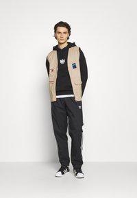 adidas Originals - ADICOLOR 3D TREFOIL 3-STRIPES TRACK PANTS - Tracksuit bottoms - black - 1