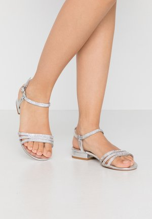 WIDE FIT JEWELLED LOW BLOCK - Sandaler - silver