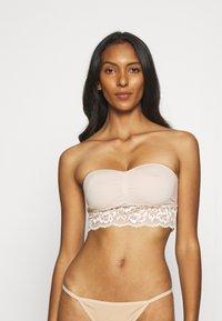 Marks & Spencer London - SANTONI BANDEAU - Multiway / Strapless bra - opaline - 0