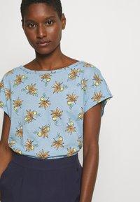 Esprit - TEE - T-shirts med print - light blue - 3