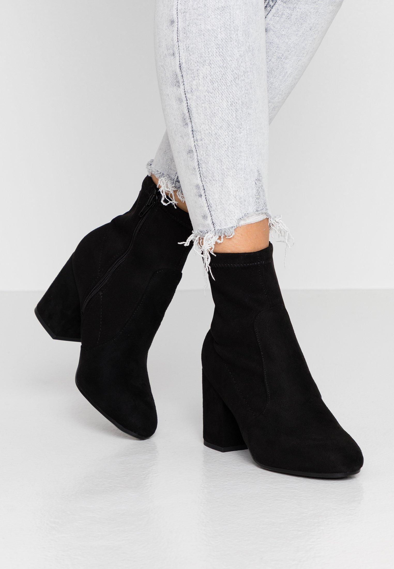 AVERY MF SOCK BLOCK HEEL Korte laarzen black