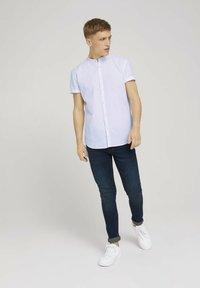TOM TAILOR DENIM - MIT STEHKRAGEN - Shirt - white - 1