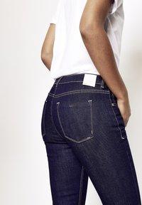 Five Fellas - GRACIA - Slim fit jeans - dunkelblau - 5