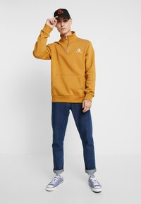 Converse - STAR CHEVRON HALF ZIP - Sweatshirt - wheat - 1