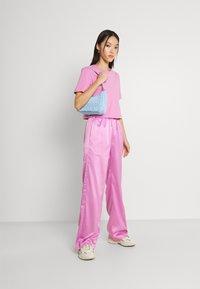 adidas Originals - WIDE LEG PANT - Broek - bliss orchid - 1