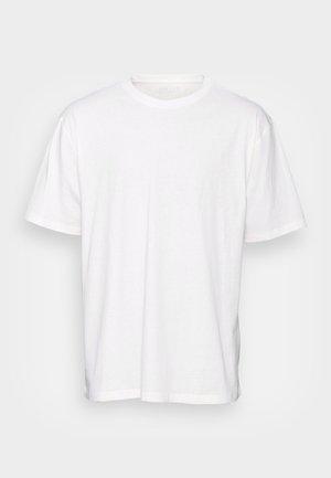 ESSENTIAL CREW NECK - Lihtne T-särk - off white