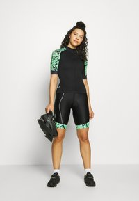 ONLY Play - ONPPERFORMANCE BIKE SHORTS - Tights - green ash - 1