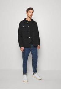 Guess - CORE TEE - T-shirt à manches longues - jet black - 1