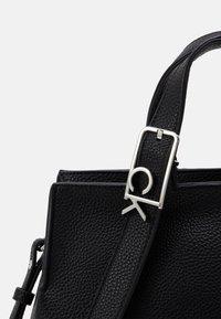 Calvin Klein - TOTE - Sac à main - black - 3