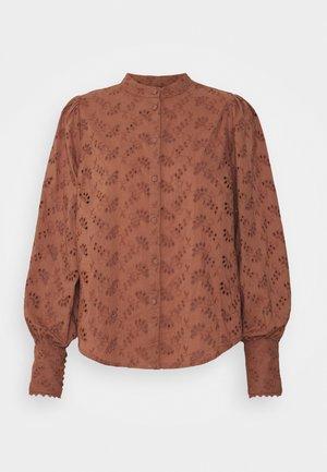 YASSINNI SHIRT - Button-down blouse - cognac