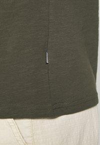 Pier One - T-shirts basic - olive - 5
