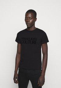 Versace Jeans Couture - T-shirt imprimé - nero - 0