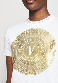 Versace Jeans Couture - LADY - Print T-shirt - optical white/gold - 4