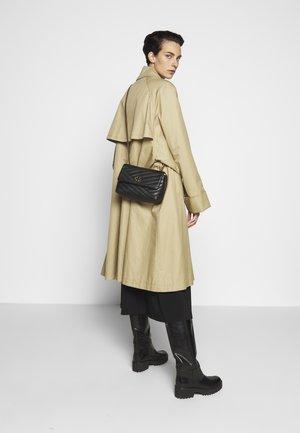 KIRA CHEVRON SMALL CONVERTIBLE SHOULDER BAG - Across body bag - black