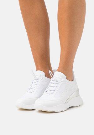 EMERIE - Sneakers laag - white