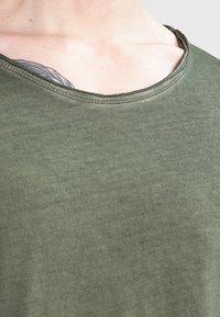 Tigha - MILO - T-shirt - bas - vintage military green - 3
