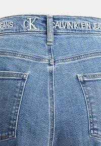 Calvin Klein Jeans - WIDE LEG - Široké džíny - denim medium - 6